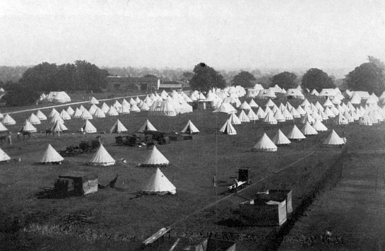 An image showing the many tents at the military camp in Wolverton, in 1913.